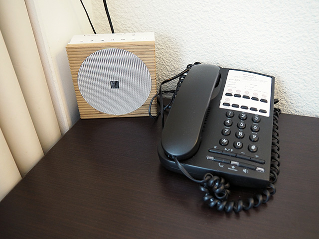 USB speaker in the hotel room
