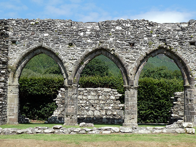 3 arches in Cymer Abbey.