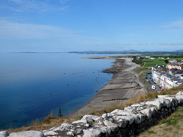 View from Criccieth Castle over the west beach and the Llŷn Peninsula beyond.