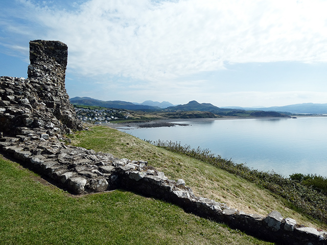The view from Criccieth Castle over to Snowdonia.