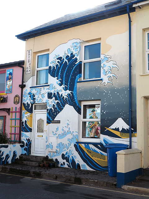 A mural on a house in Borth.