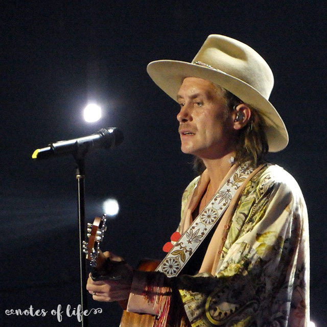 Mark Owen playing guitar (Arena Birmingham).