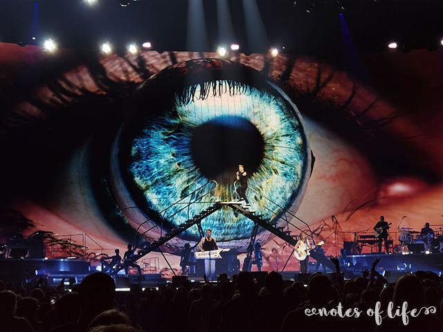 Take That's amazing imagery (Manchester Arena).