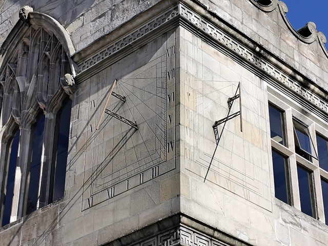 The sundial on the side of Shrewsbury Library.