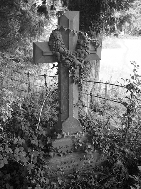 The gravestone of Mr Thomas Holmes.